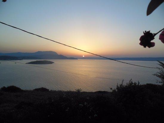 Plaka, Yunani: Закат