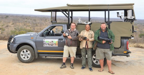 Hazyview, Sudafrica: With Bekker Brothers of Private Kruger Safaris in Kruger National Park during coffee break.