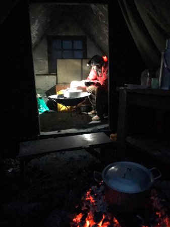 Mount Nyiragongo: Chef makes dinner by headtorch