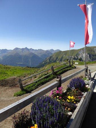Ftan, Suíça: Vue depuis la terrasse du restaurant de montagne