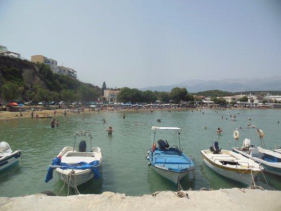 Plaka, Yunani: Пляж