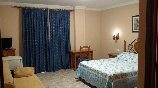 Hotel caballo negro puerto real espa a opiniones comparaci n de precios y fotos del peque o - Hotel caballo negro puerto real ...