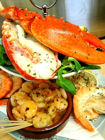 The Beach Hut Beachside Bar and Seafood Kitchen: Our Big One! A seafood platter to share.