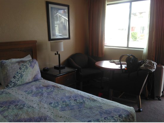 Independence, CA: Chambre lit King size (espace salon)