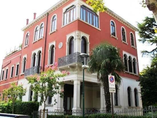 Lido di Venezia, Italien: Ex Sede della Cassa di Risparmio di Venezia - Villa Teresa