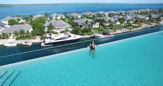 Bimini: The roof top pool.
