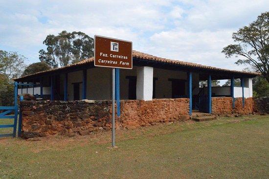 Não é a casa de Tiradentes, mas uma fazenda onde havia reuniões de comerciantes e viajantes.