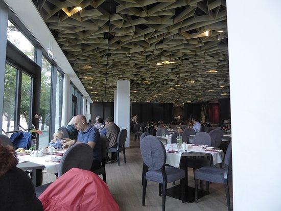 Radisson Blu Park Royal Palace Hotel: Raumübersicht Richtung Buffet 1
