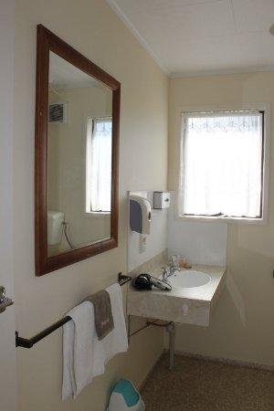Wairoa Motel: Deluxe Studio Bathroom