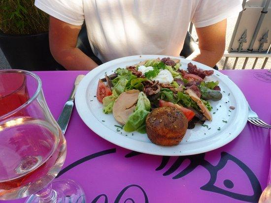 Hôtel La Pêcherie : Belle et bonne salade périgourdine .