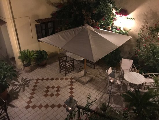 Petrino Boutique Hotel : A warm wonderful welcome and assistance to our amazing large apartment with balcony. A wonderful