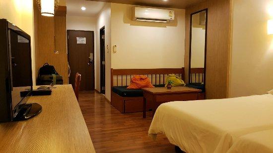 Best Western Phuket Ocean Resort: large room