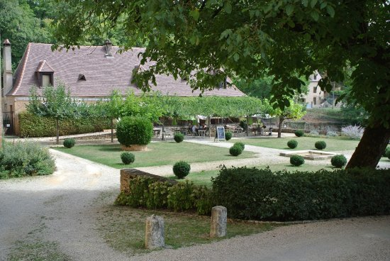 Paunat, فرنسا: Naast de Abby ligt op een ydillisch plekje restaurat Julien