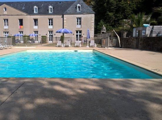 Résidence Odalys Le Château de Kéravéon: la piscine fait son effet...