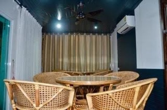 Sunshine Guest House Hua Hin: New pub in first floor, renovation on balcony and 9 great golf course