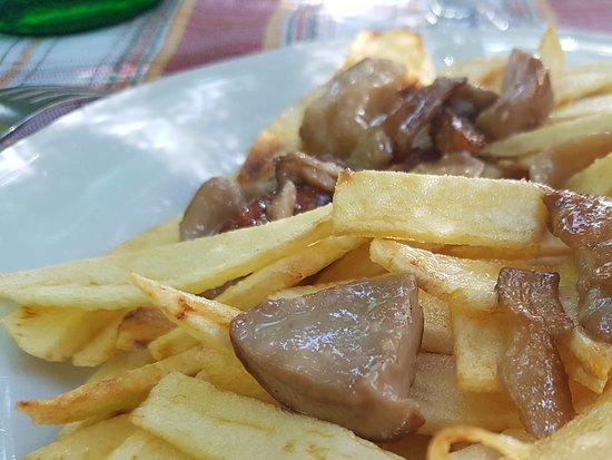 Forino, Italy: Patate e funghi