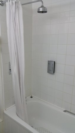 "Holt, UK: Shower with ""rain style"" fixed head"