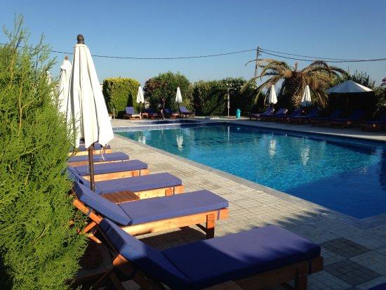Paradise Hotel: Pool
