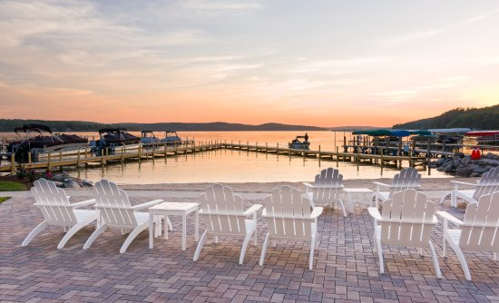 Walloon Lake, Μίσιγκαν: Sunset over the private beach and patio area