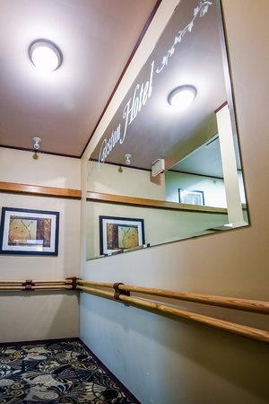 Creston Hotel: Hotel Interior - Staircase