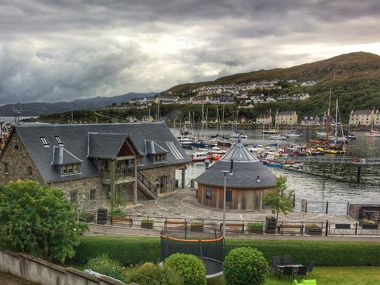 The Anchorage Bed & Breakfast : View from the main front bedroom over Mallaig Harbour.