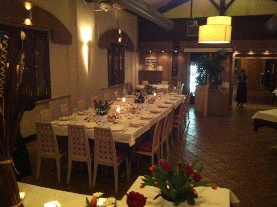 Ca'Solare: Sala Ristorante , grande tavolo per cena aziendale