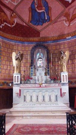 Saint-Clar, França: L'autel entouré des deux anges