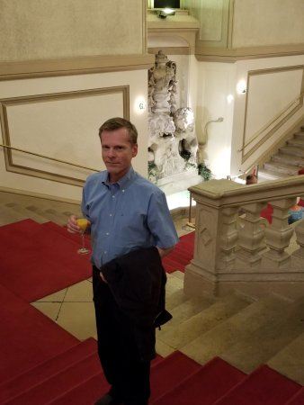 Vienna Residence Orchestra : Robert on the grand staircase