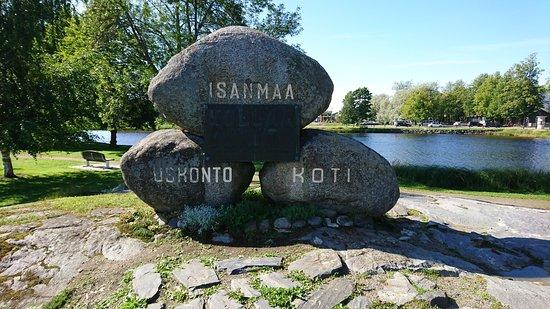 Savonlinna, Finlandia: 3 piedras en equilibrio