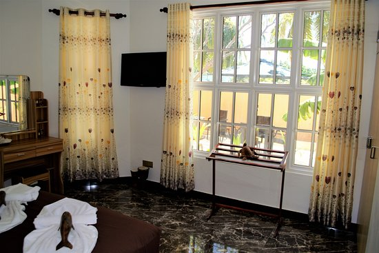 Nilandhe Inn: Ground floor garden facing room, plenty of light, easy access. Perfect for families with kids.