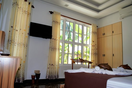 Faafu Atoll: Ground floor garden facing room, plenty of light, easy access. Perfect for families with kids.