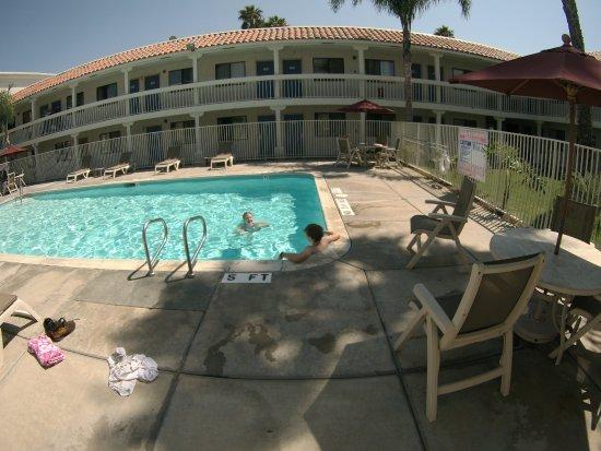 Motel 6 Carlsbad South: Pool in courtyard