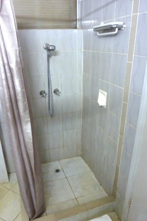 Goroka, Papua New Guinea: Low height (approx 1.4m) shower