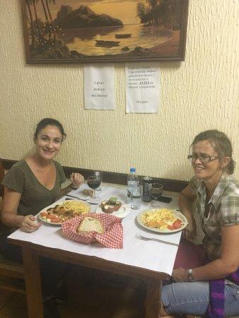 Sao Luis, Portogallo: Boa comida portuguesa acompanhada de um bom vinho tinto e muita simpatia :)