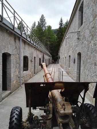 Il vicino Forte Venini al Dossaccio di Oga
