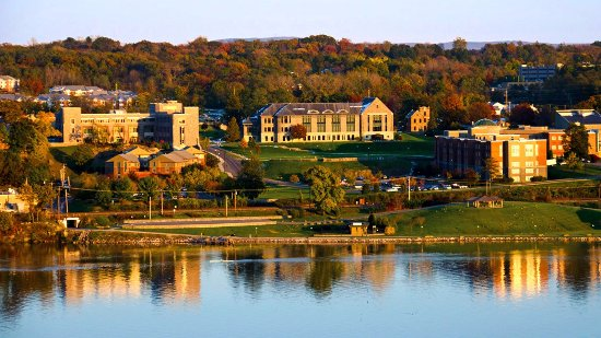 Holiday Inn Express Poughkeepsie: Marist College is only located 3 minutes down the road.