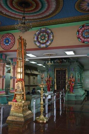 Sri Maha Mariamman Temple: Interior
