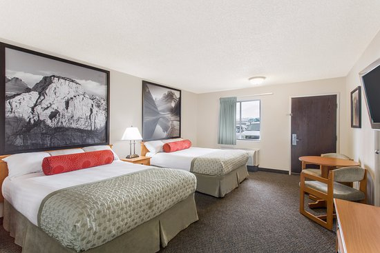 Super 8 by Wyndham Salina/Scenic Hills Area: Two Queen Room