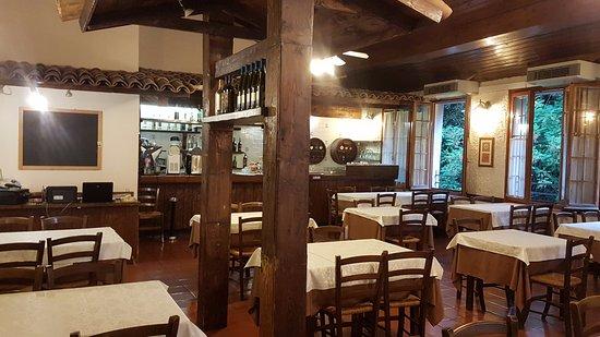 Colle di Covignano: interno - particolari