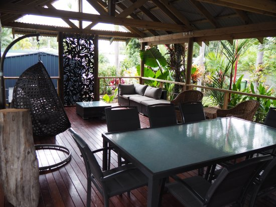 The Palms At Palm Cove: Outdoor Entertaining / Dining Area