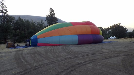 Morning Glory Balloon Tours: Getting ready!!