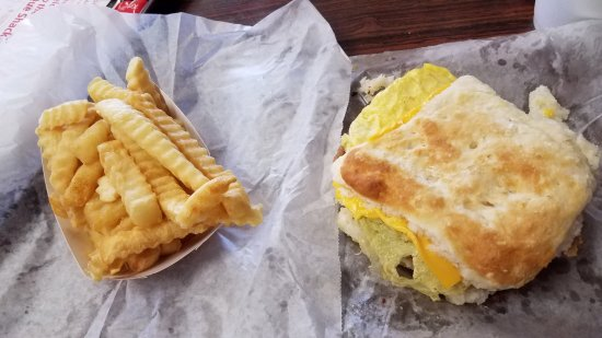 Thomasville, Carolina del Norte: Tenderloin, egg & cheese biscuit with fries