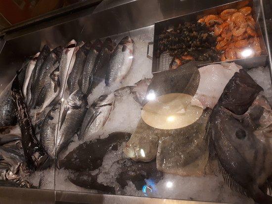 Don Peixe Restaurante Grill: Carta fresca de productos del mar para la parrilla