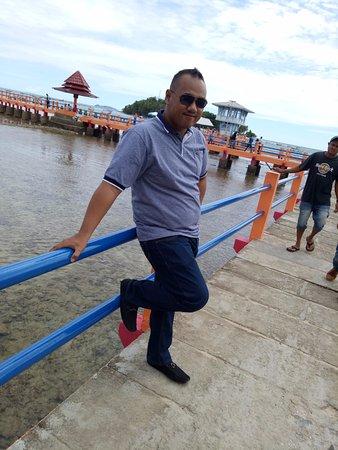West Sumatra, Indonesia: pantai yang bagus dan bersih,,,banyak berbagai permainan air di sini,,pantai carocok ini