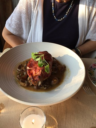 Pound Ridge, NY: Prociutto over pork with mushroom base
