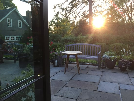 Pound Ridge, NY: table view 2