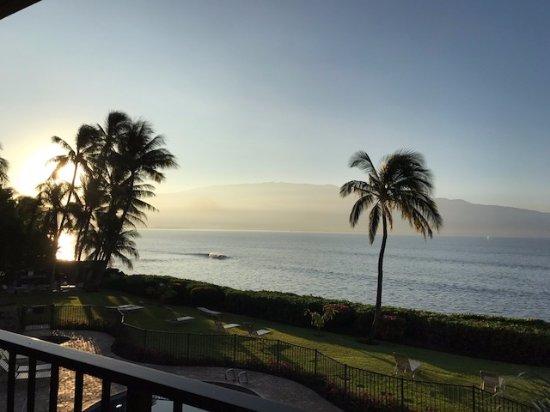 Maalaea Banyans : Sunrise view from lanai