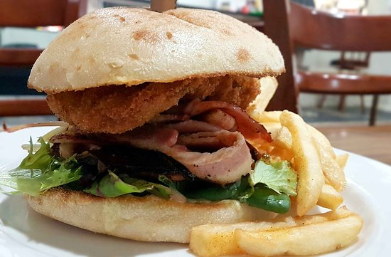 Parndana, Austrália: Freah hot lamb burger