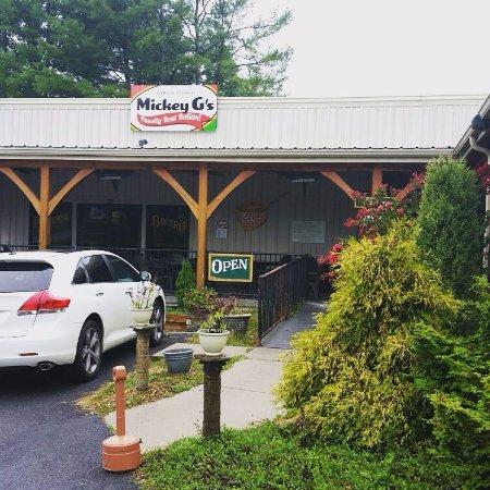 Floyd, VA: Mickey G's - Entrance