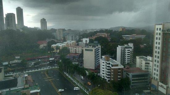 Veneto Hotel & Casino: Vista desde la habitación, uno de los tantos días de lluvia